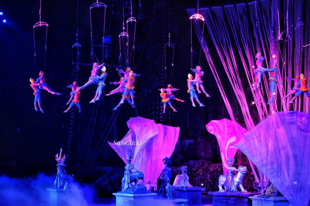 This was an almost unbelievable sequence in the Chimelong International Circus! My heart skipped a beat many a times!